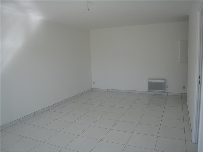 Rental apartment Osny 817€ CC - Picture 2