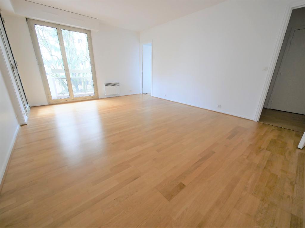 Appartement COURBEVOIE - 1 pièce(s) - 32.94 m2