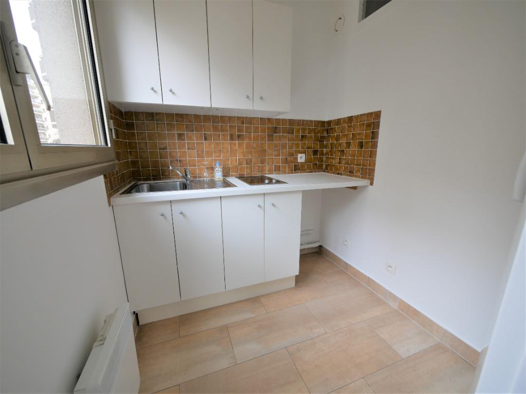 Rental apartment Courbevoie 887€ CC - Picture 5