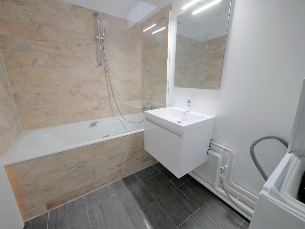 Rental apartment Courbevoie 887€ CC - Picture 6