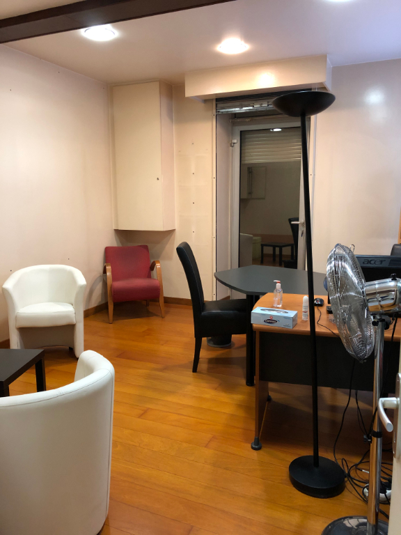 Location local commercial Pau 776,28€ HC - Photo 2