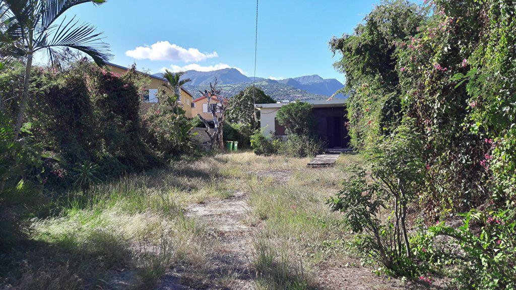 Terrain avec maison à rénover ou démolir - Le Port