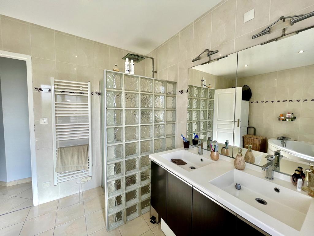 Vente Maison de 7 pièces 250 m² - DEMOUVILLE 14840 | AVA IMMOBILIER  - AR photo7