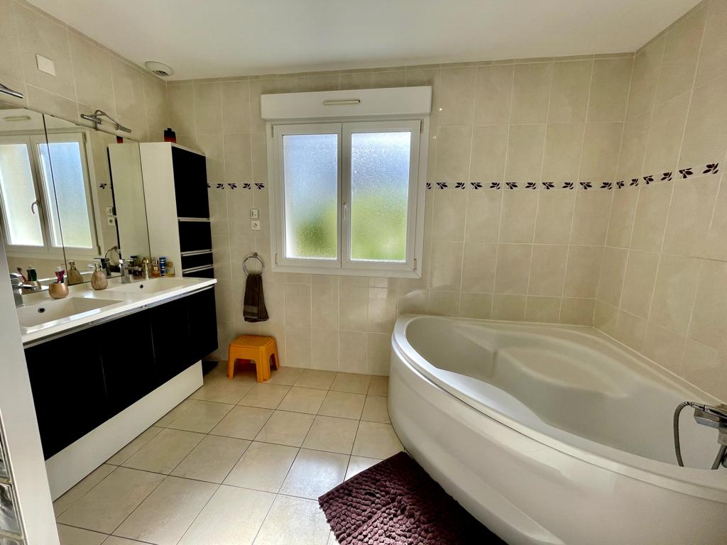 Vente Maison de 7 pièces 250 m² - DEMOUVILLE 14840 | AVA IMMOBILIER  - AR photo8