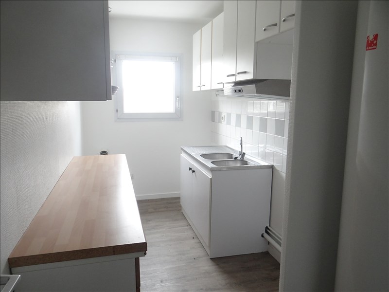 Rental apartment Pessac 761€ CC - Picture 3