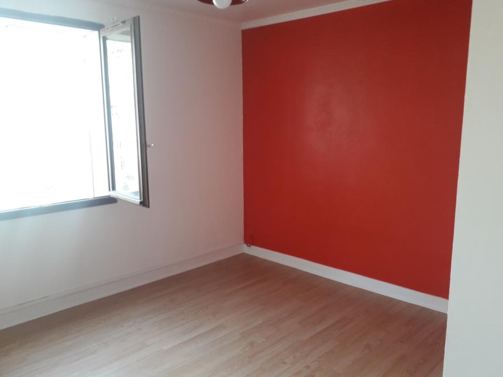 Rental apartment Montereau fault yonne 650€ CC - Picture 3