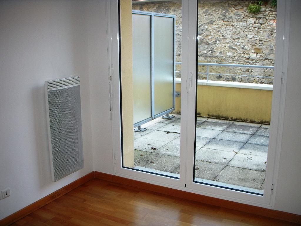 Rental apartment Montereau fault yonne 634€ CC - Picture 1