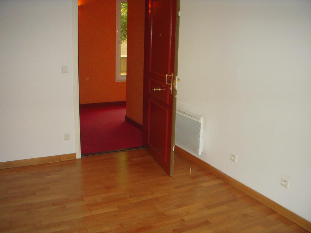 Rental apartment Montereau fault yonne 634€ CC - Picture 3