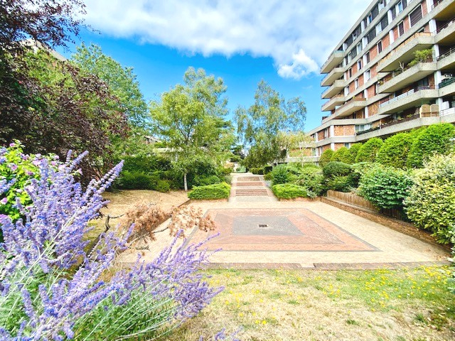 Sale apartment Eragny 179000€ - Picture 1