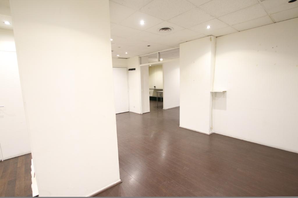 Vente Local de 530 m² - PARIS 75011   ETUDE VALRI - AR photo1