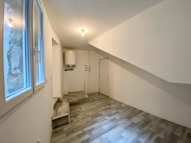 Rental apartment Nissan lez enserune 320€ CC - Picture 1