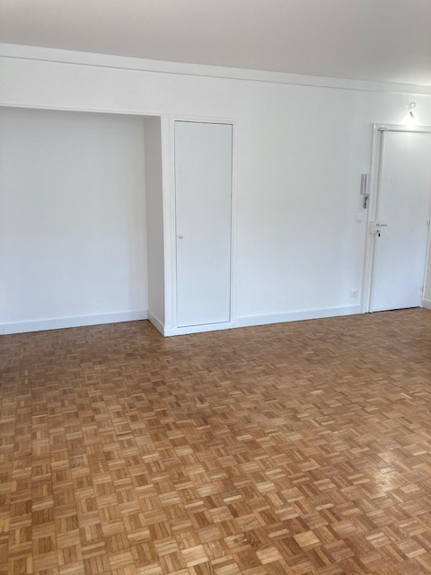 Location appartement Paris 15ème 1 800€ CC - Photo 3