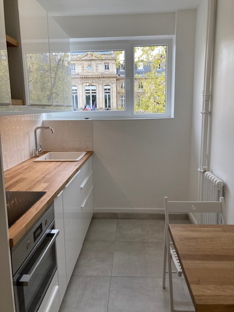 Location appartement Paris 15ème 1 800€ CC - Photo 5