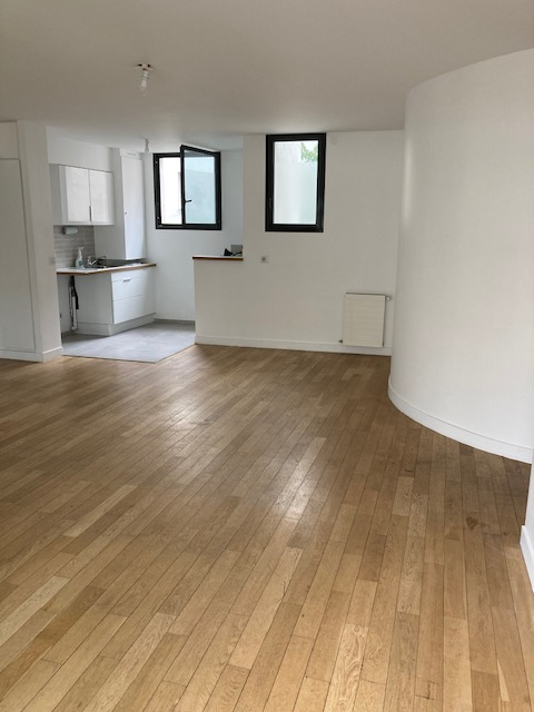 Appartement Paris 2 pièces  55.56 m2 Rue du Moulin de la Pointe
