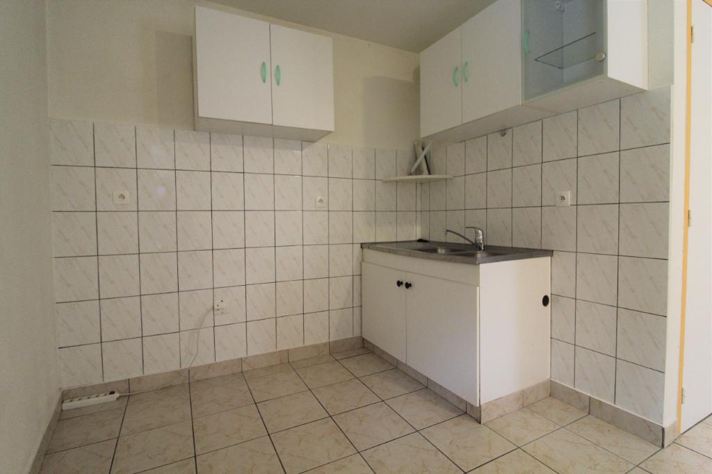 Rental apartment Voiron 374€ CC - Picture 2