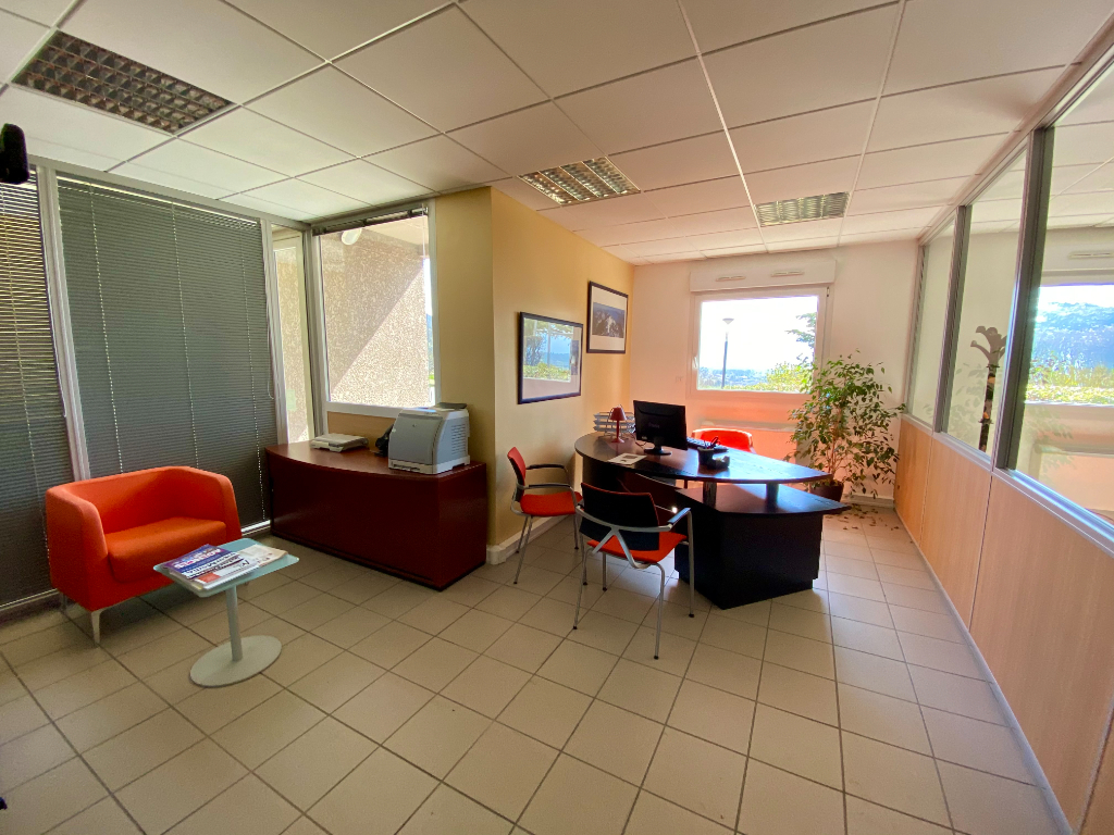 Vermietung büro La murette 155,60€ CC - Fotografie 3