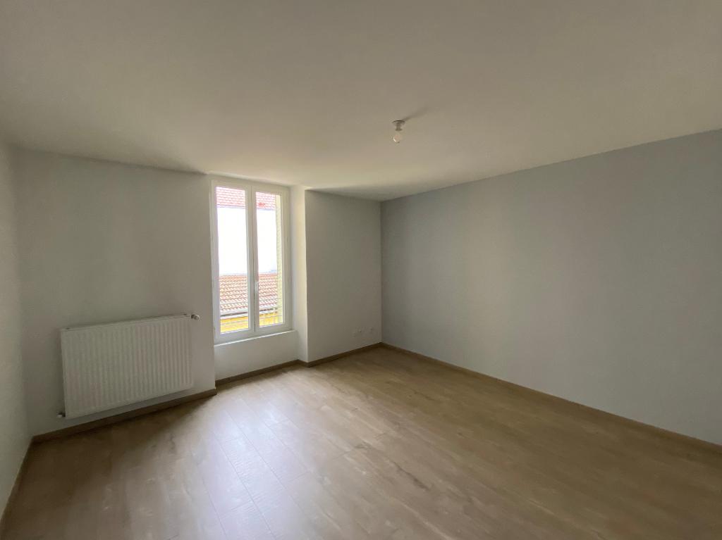 Rental apartment Rives 691€ CC - Picture 3