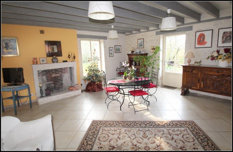 Sale house / villa Maille 400000€ - Picture 2