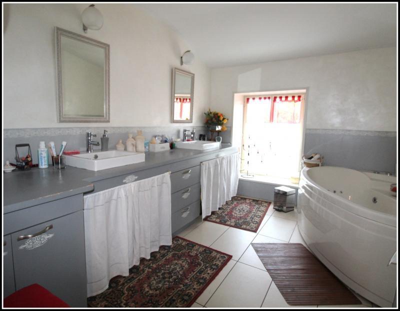 Sale house / villa Maille 400000€ - Picture 10
