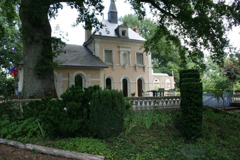 Sale house / villa St jean de la motte 407000€ - Picture 1