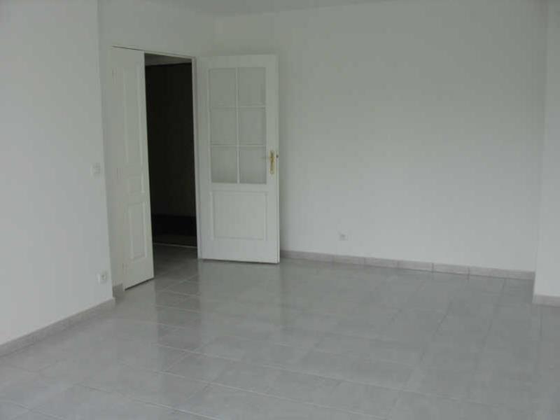 Location appartement Beaumont sur oise 762€ CC - Photo 1
