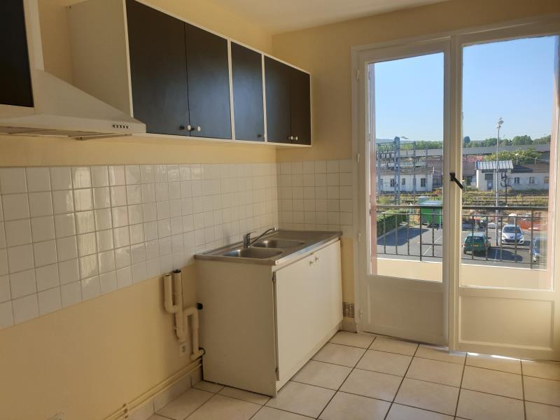 Location appartement Persan 910€ CC - Photo 2