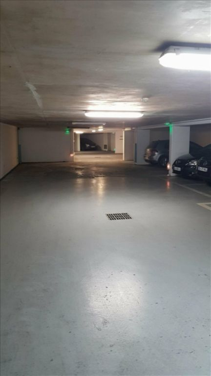 Rental parking spaces Paris 17ème 200€ CC - Picture 1