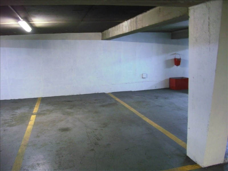 Location parking Paris 8ème 180€ CC - Photo 1