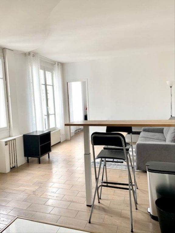 Location appartement Paris 18ème 1 100€ CC - Photo 1