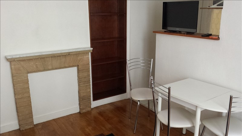 Location appartement Paris 18ème 890€ CC - Photo 1
