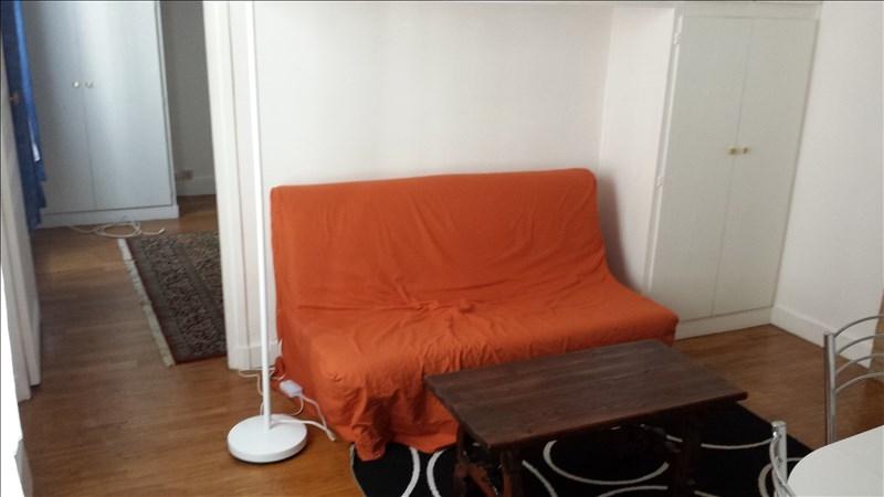 Rental apartment Paris 18ème 890€ CC - Picture 2