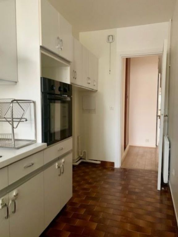Location appartement Paris 16ème 2 655€ CC - Photo 4