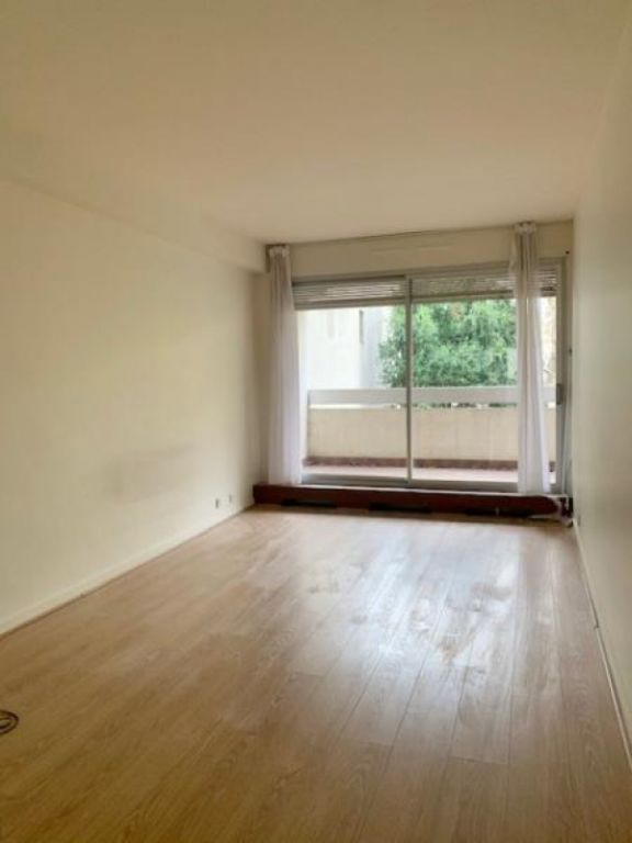 Location appartement Paris 16ème 2 655€ CC - Photo 8