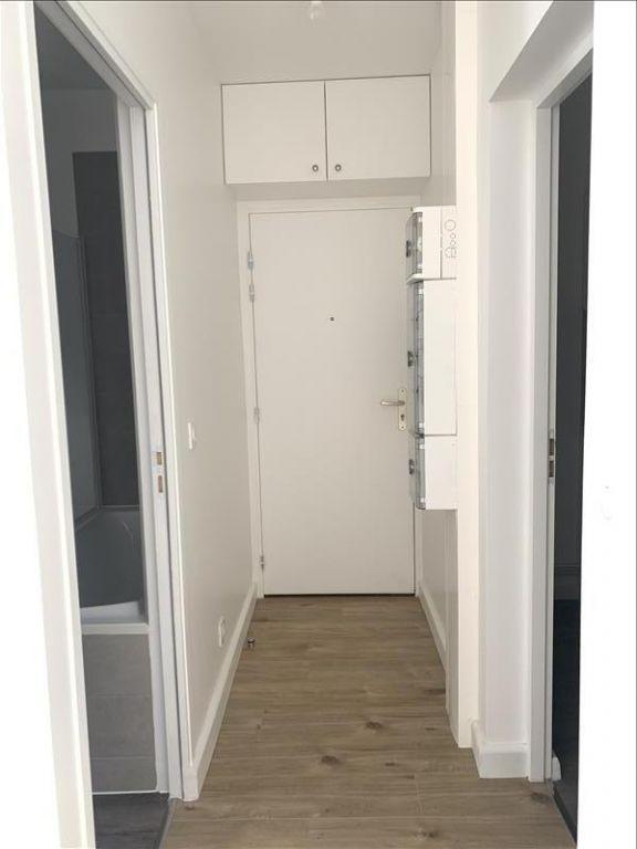 Rental apartment Paris 18ème 1125€ CC - Picture 2