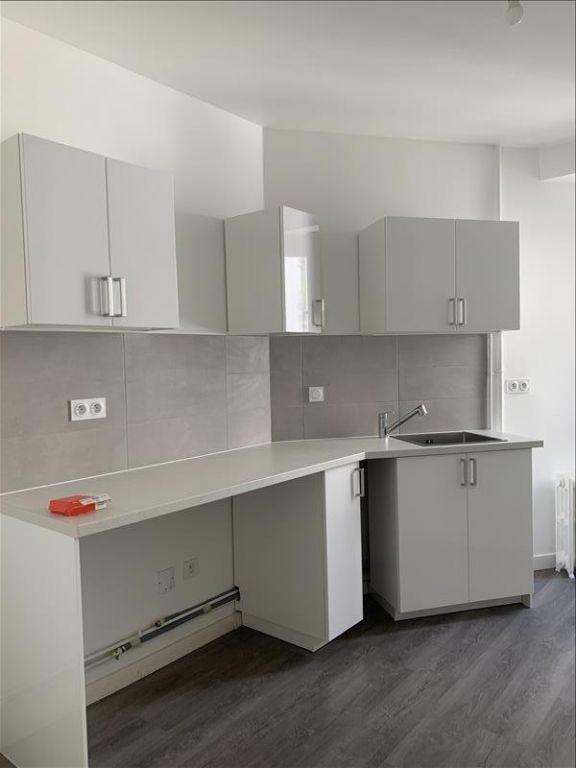 Rental apartment Paris 18ème 1125€ CC - Picture 6