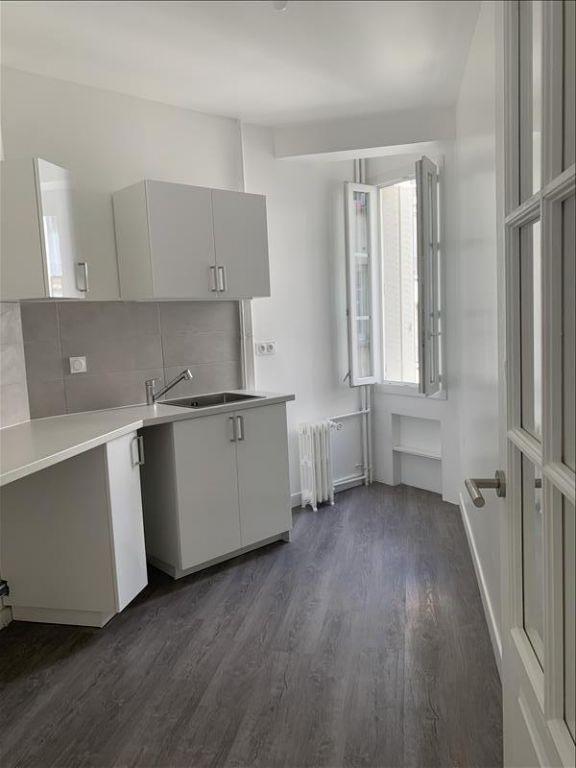 Rental apartment Paris 18ème 1125€ CC - Picture 7