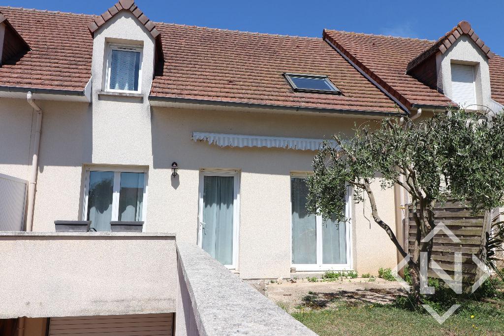 Maison avec sous-sol et 3 chambres