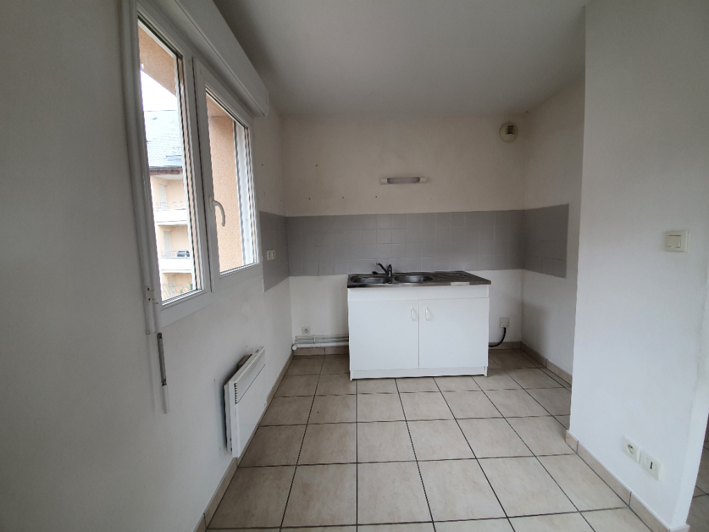 Location appartement Aubigny sur nere 458,39€ CC - Photo 3