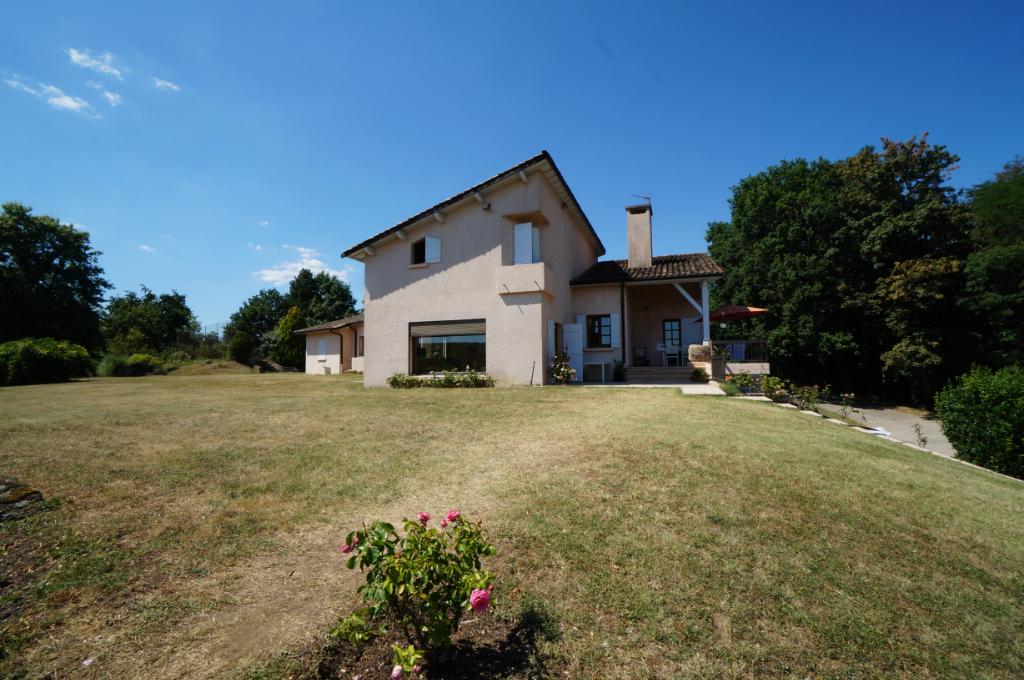 VILLA - Jardin 8 pièce(s) 260 m2