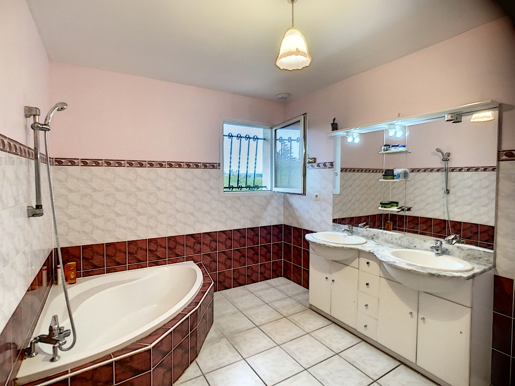 Sale house / villa Auberives sur vareze 335000€ - Picture 6