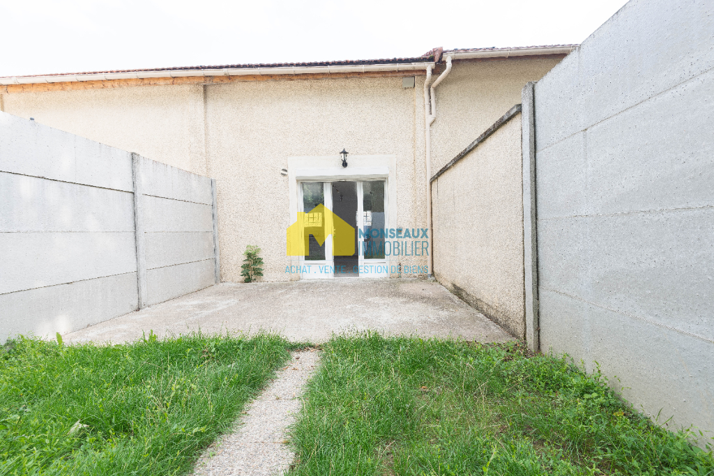 Location maison / villa Ballainvilliers 895€ CC - Photo 6