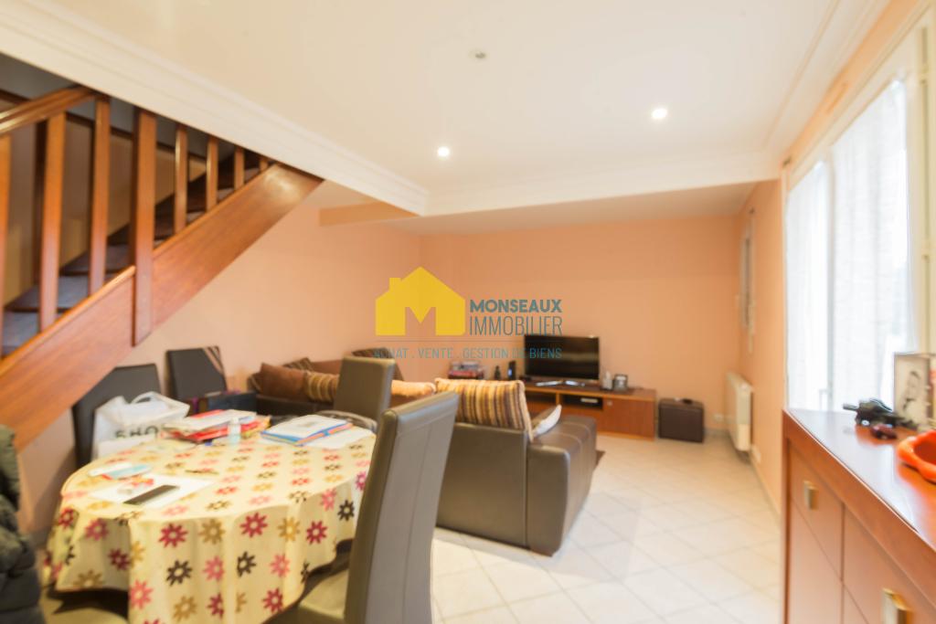 Location appartement Sainte genevieve des bois 950€ CC - Photo 1