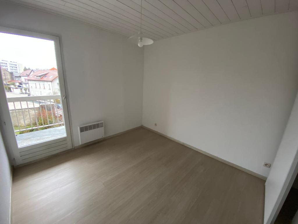 Rental apartment La roche sur foron 740€ CC - Picture 3