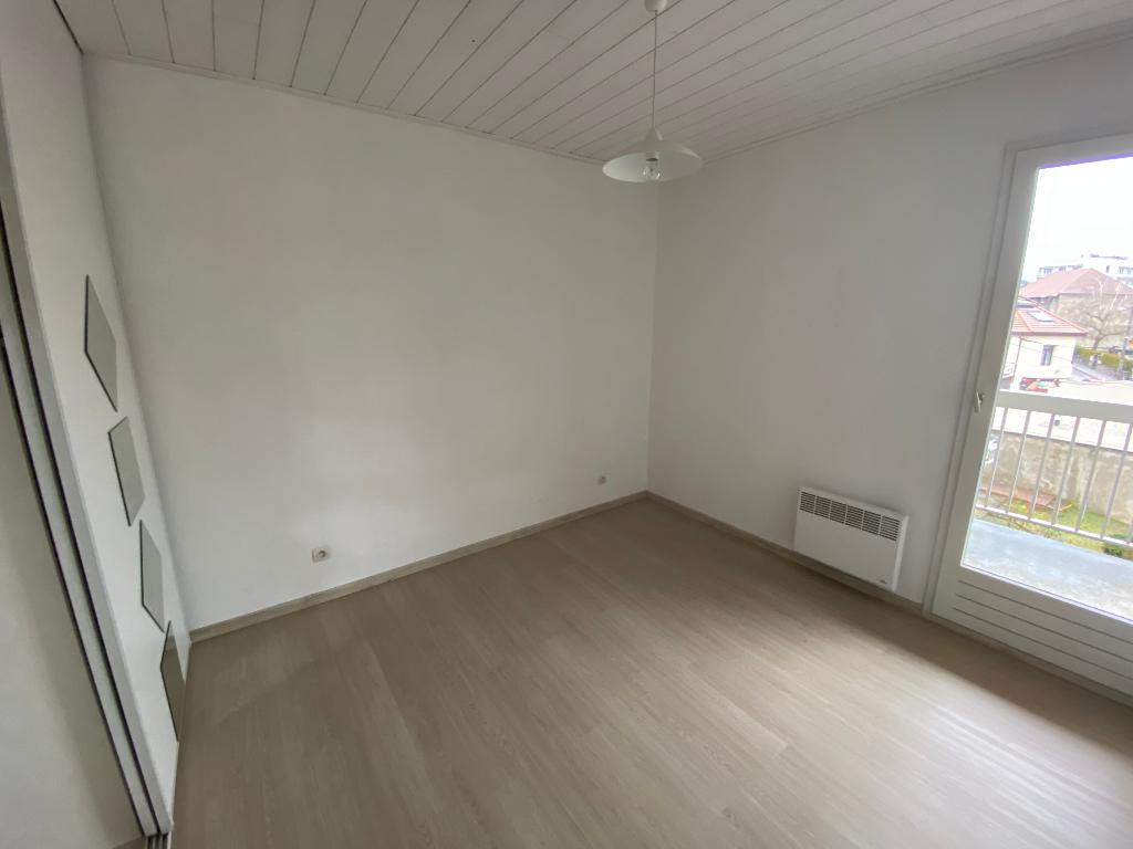 Rental apartment La roche sur foron 740€ CC - Picture 4