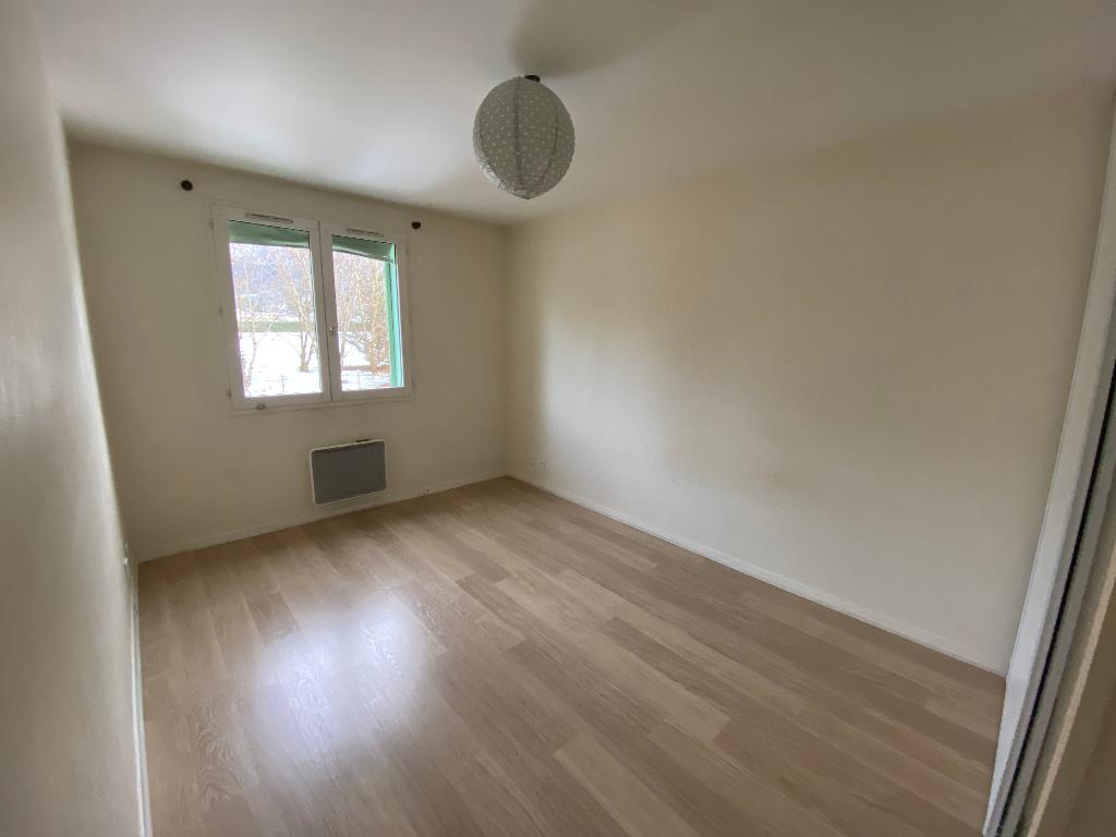 Location appartement Saint pierre en faucigny 1035€ CC - Photo 5