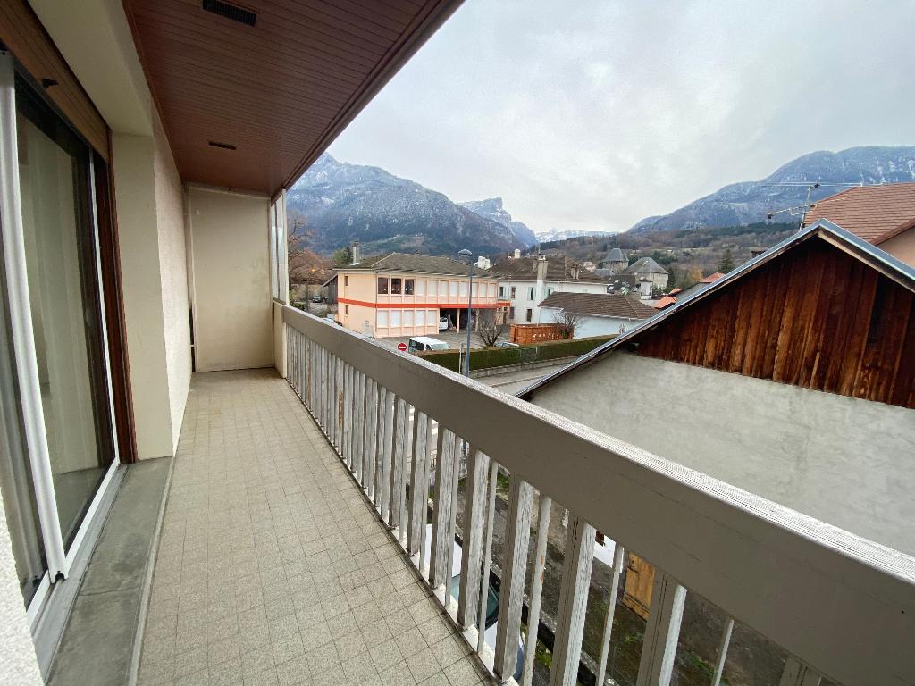 Rental apartment Saint pierre en faucigny 780€ CC - Picture 4