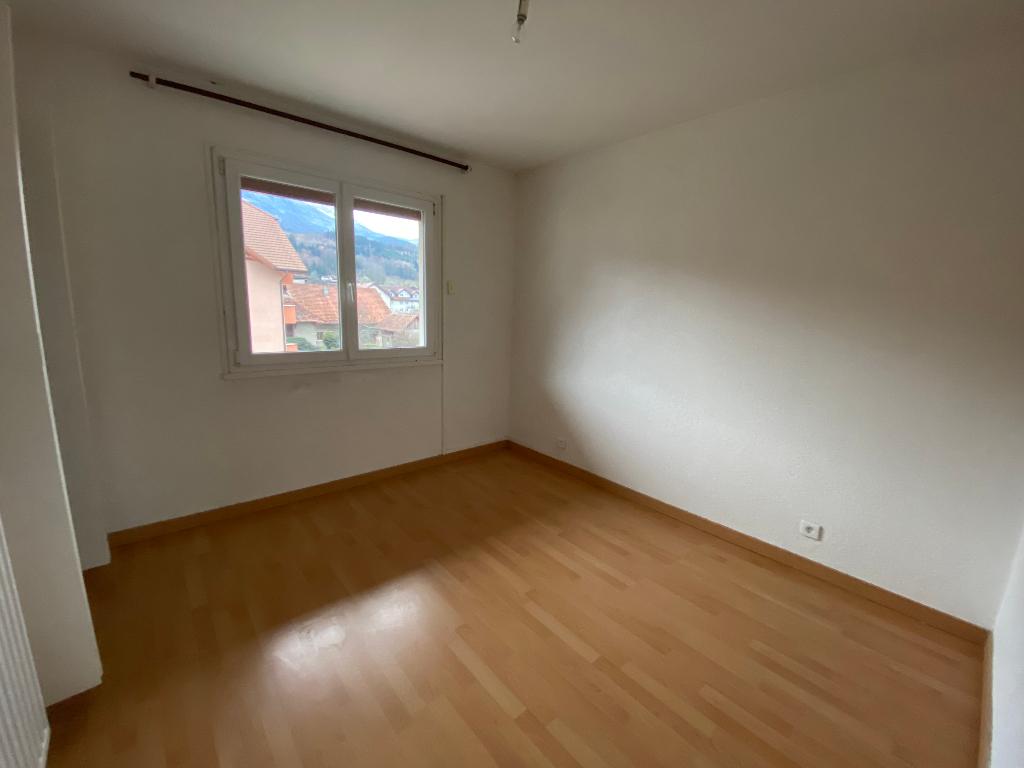 Rental apartment Saint pierre en faucigny 780€ CC - Picture 5
