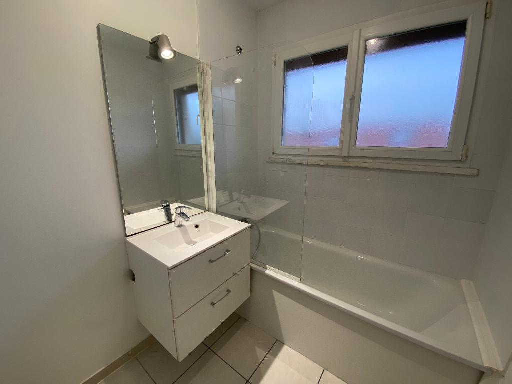 Rental apartment Saint pierre en faucigny 780€ CC - Picture 7