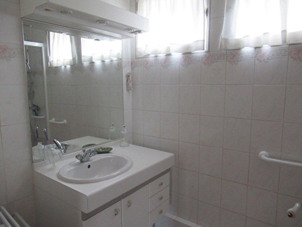 Sale house / villa Angers 210000€ - Picture 6