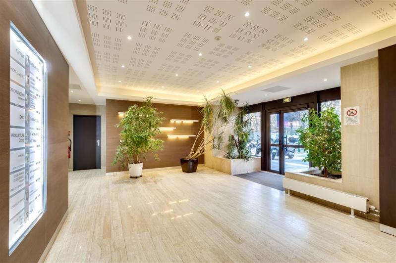 Rental office Suresnes 3827,67€ CC - Picture 2